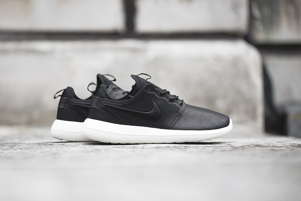 Maroon Nike Roshe Runs Mens University of Science and Arts of