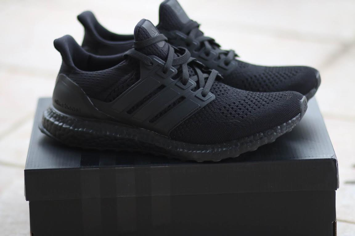 adidas-ultra-boost-triple-black_02