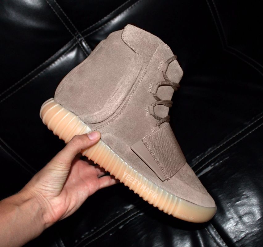 adidas-yeezy-boost-750-chocolate-glow-in-the-dark-3