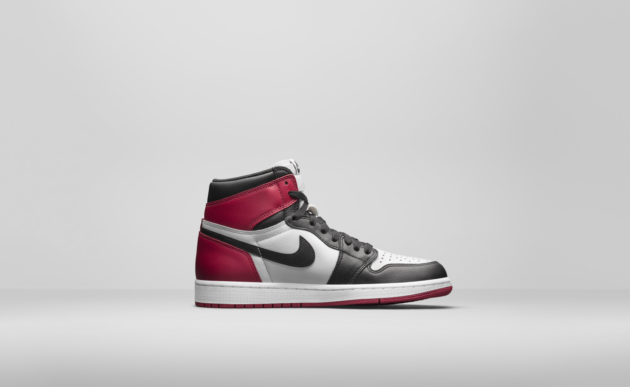 air-jordan-1-high-black-toe_02