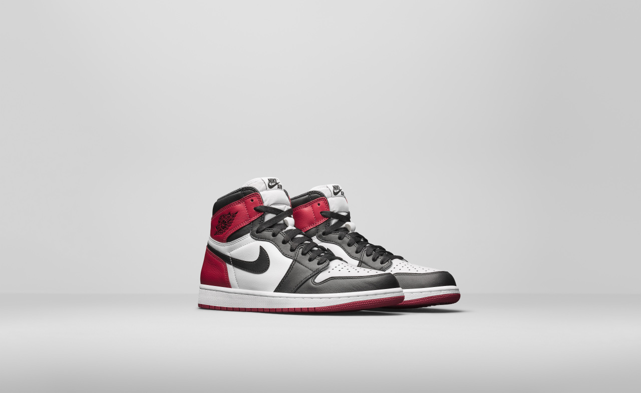 air-jordan-1-high-black-toe_03