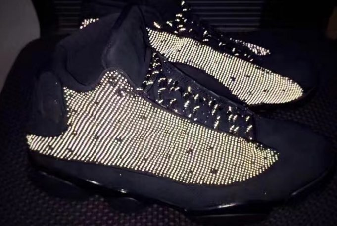 air-jordan-13-black-cat-01-681x457