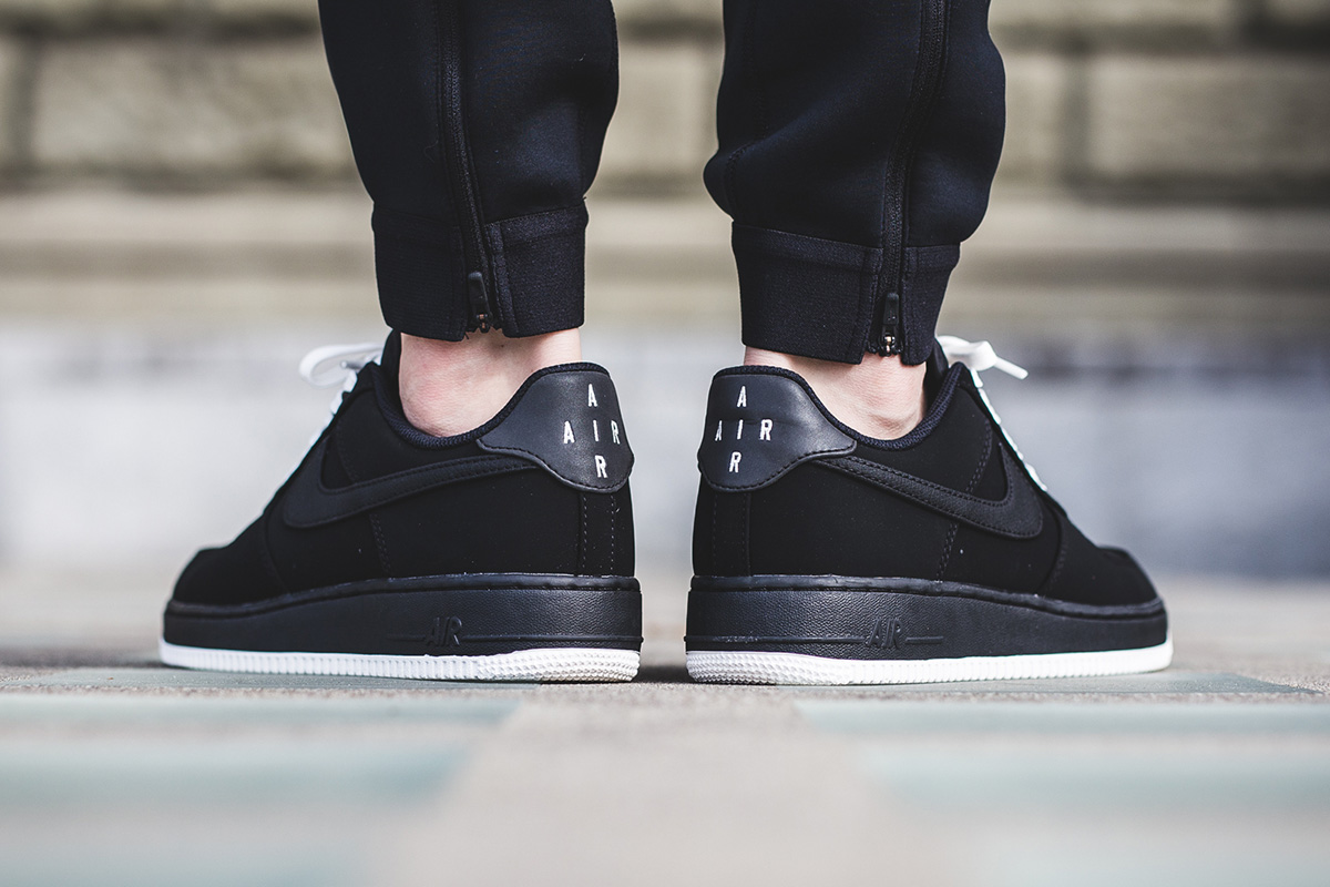 nike-air-force-1-low-black-white-3