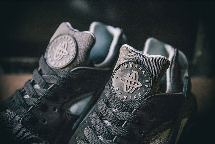nike-air-huarache-se-black-grey-2