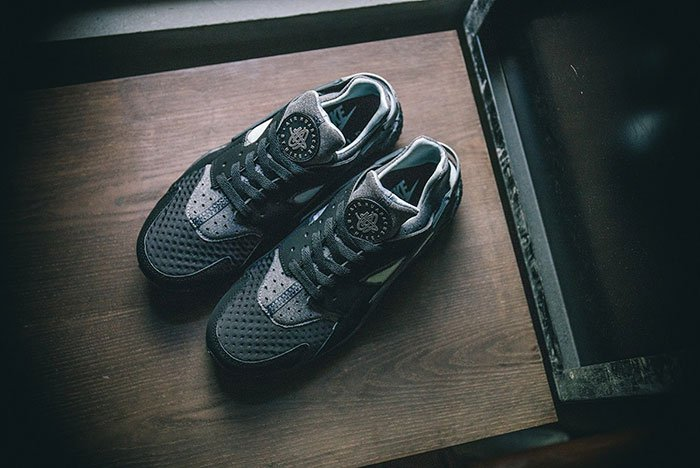 nike-air-huarache-se-black-grey-3