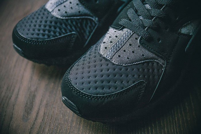 nike-air-huarache-se-black-grey-4