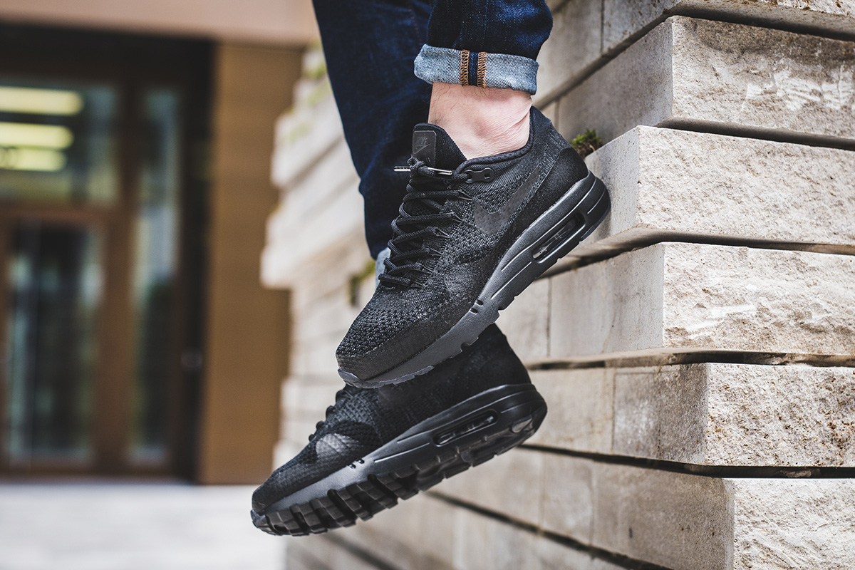 nike-air-max-1-ultra-flyknit-black-anthracite-3