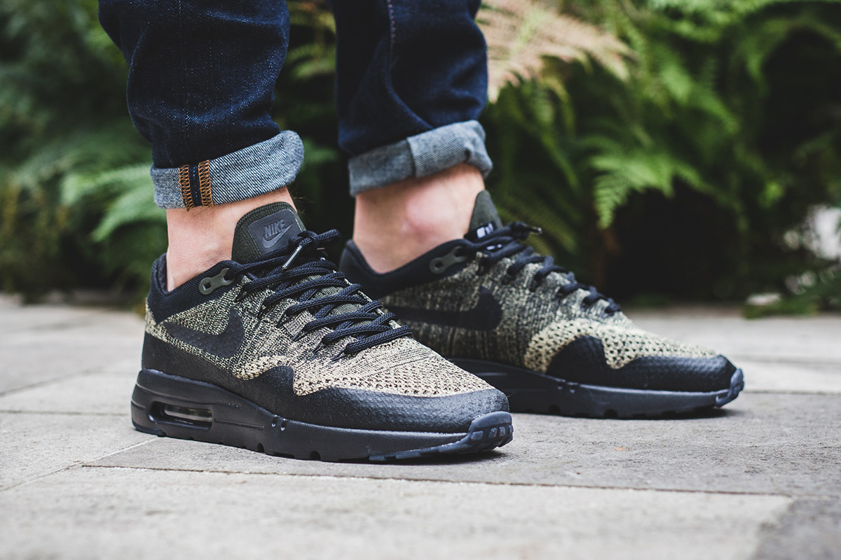 best service 81fd7 33156 nike air max flyknit on feet