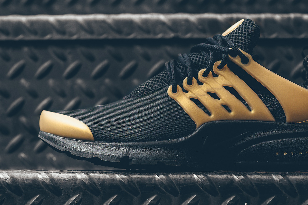 nike-air-presto-essential-black-gold-2