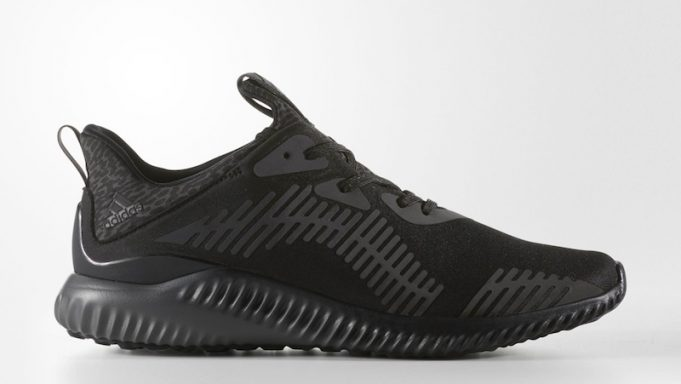 adidas-alphabounce-xeno-triple-black-friday-681x384
