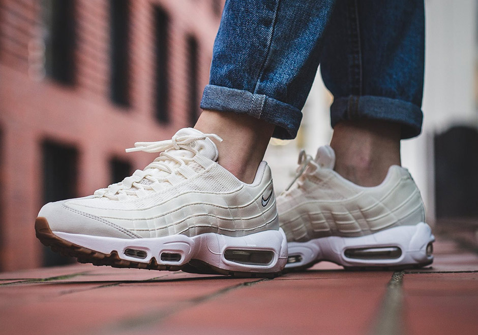 nike-wmns-air-max-95-sail-light-bone-1