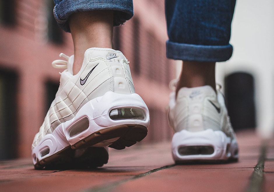 nike-wmns-air-max-95-sail-light-bone-2