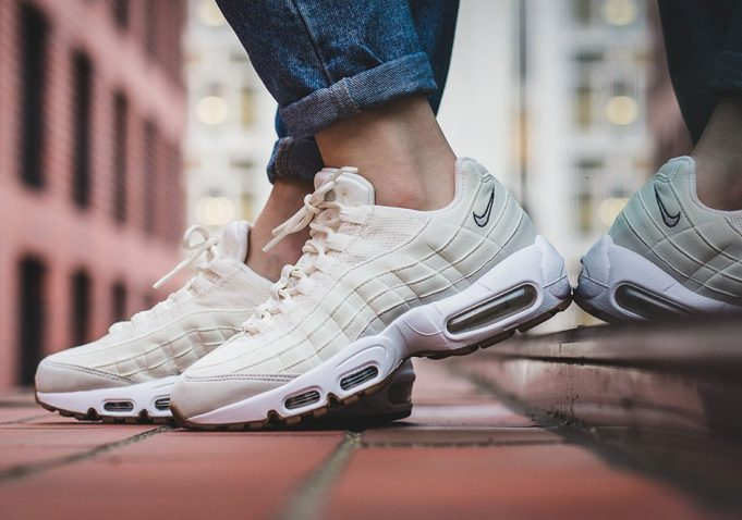 nike-wmns-air-max-95-sail-light-bone-681x478